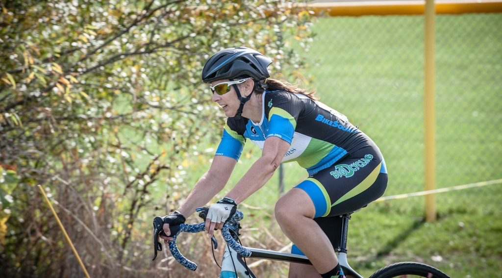 Amy VanNieuwenhuyse navigating the Boulevard Cup course, having a great Masters season.